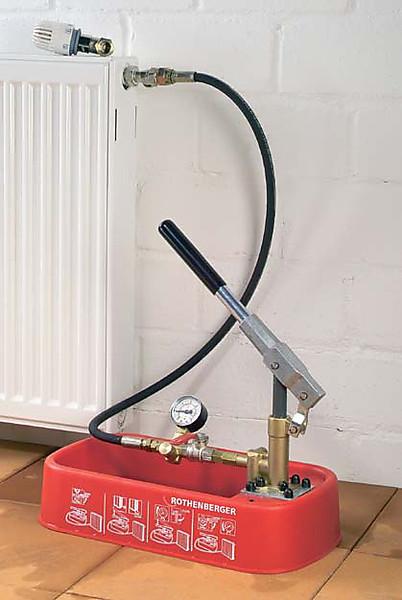 Ручной насос для опрессовки систем отопления